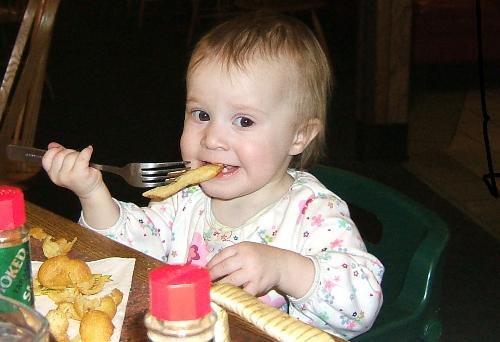 juliette french fries free1 171428671 Coi thường bữa phụ thì trẻ dễ suy dinh dưỡng