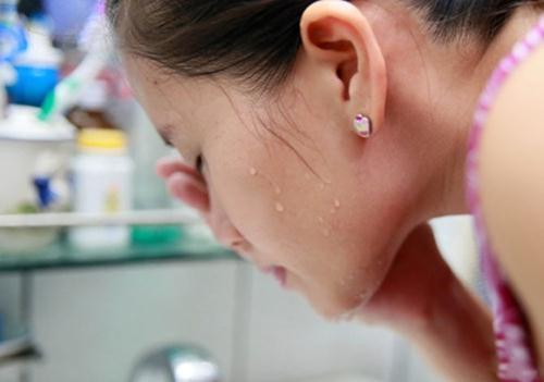 5 bước rửa mặt đúng cách giúp chị em tránh các vấn đề về da