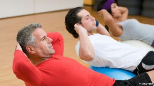 Đàn ông trung niên thói quen luyện tập thể dục thường xuyên ít khả năng mắc bệnh ung thư phổi và trực tràng.