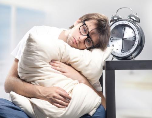 Đi ngủ sớm và đúng giờ là cách tạm quên những suy nghĩ tiêu cực