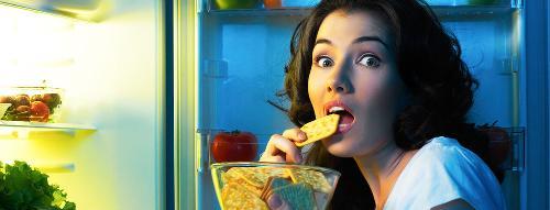 Thèm ăn liên tục là dấu hiệu của việc thiếu ngủ