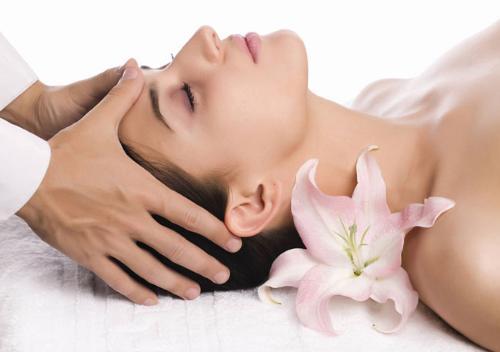 Mát xa bằng tinh dầu giúp giảm đau đầu