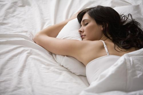 Tránh nằm sấp khi ngủ