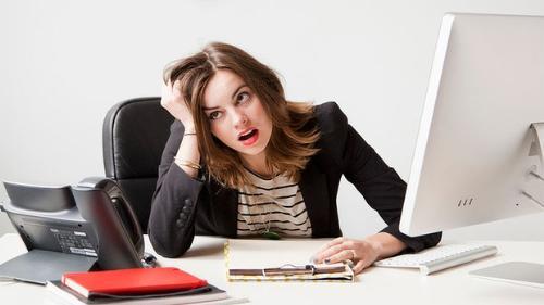 Stress kéo dài liên tục sẽ làm cho tăng nguy cơ chảy máu nướu răng, hoặc viêm nướu... (Ảnh minh họa)