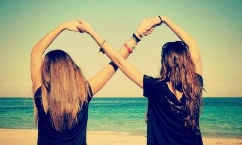 Bạn bè thân thieeys là người dễ dàng thông cảm và hiểu ta nhất. (Ảnh minh họa)