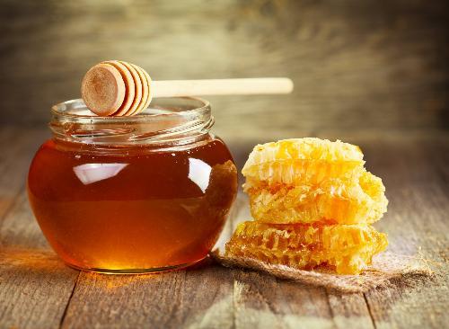 Uống mật ong trước khi ngủ có thể giúp giảm cân