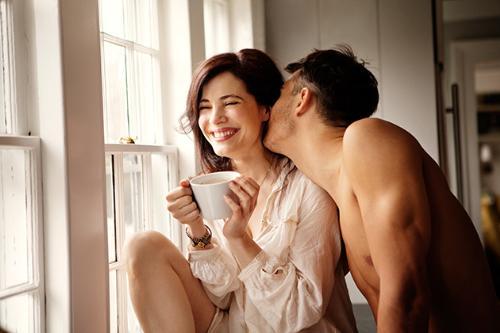 Một cô vợ ngốc nghếch sẽ khiến đàn ông cảm thấy mình mạnh mẽ hơn, hiểu biết hơn.