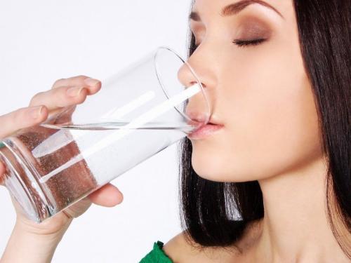 Uống nước muối còn giúp xương chắc khỏe hơn.