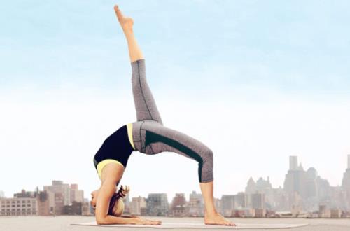 Tap yoga nen an uong the nao cho phu hop?