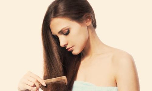 Tỏi và dầu ô liu có các vitamin và khoáng chất thiết yếu giúp ngăn ngừa rụng tóc hiệu quả.