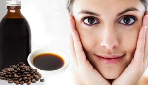 Tựchế dầu cà phê làm đẹp hiệu quả.
