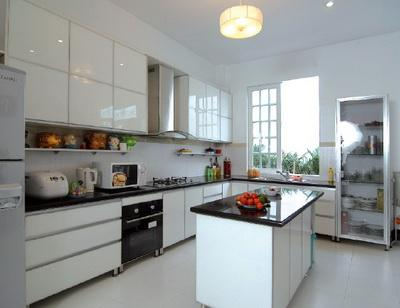 Nhà bếp cần được bài trí đúng cách để bài trừ xui xẻo cho gia đình.