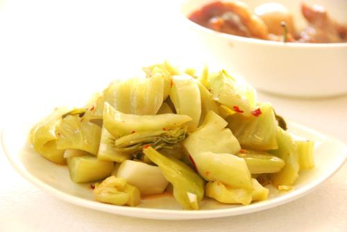 Dưa cải là món ăn kèm ngon miệng trong ngày Tết.