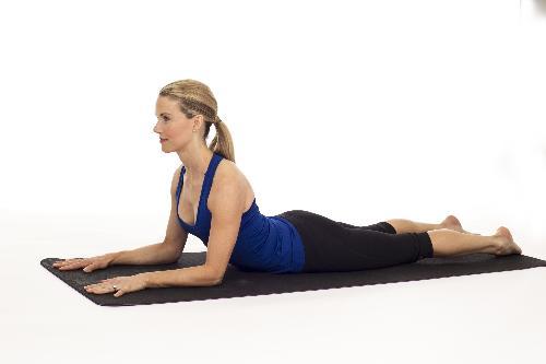Ban bi dau lung, dung bo qua 10 tu the yoga sau
