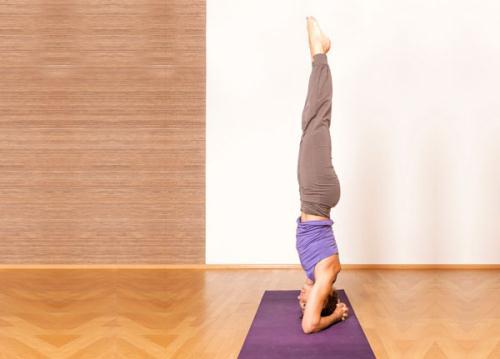 Tap tu the trong chuoi yoga de chua bach benh