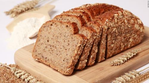 Bánh mì làm từ ngũ cốc nguyên hạt giúp bạn no lâu hơn nhưng không chứa quá nhiều tinh bột như loại bánh mì thông thường