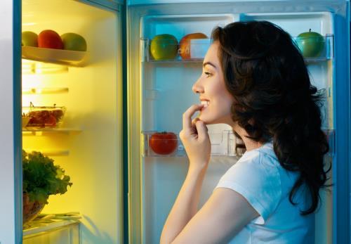 Ăn khuya trước khi ngủ sẽ khiến bạn tăng cân