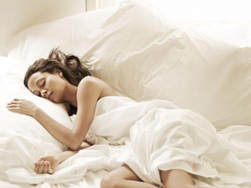 Nên mặc quần áo thoải mái khi ngủ