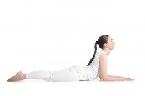 7 tu the yoga don gian nhung sieu hieu qua cho vong 1 san chac quyen ru