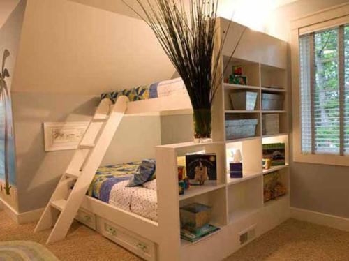Giường kết hợp với kệ sách