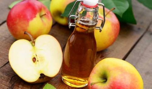 Không chỉ là nguyên liệu nấu ăn, giấm táo còn hỗ trợ làm đẹp (Ảnh: Internet)