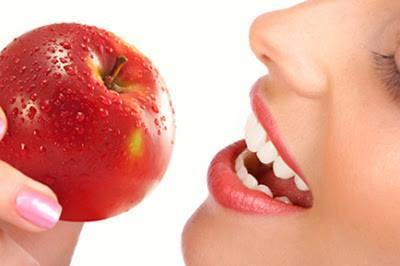 Bí quyết để có hàm răng chắc khoẻ là nhờ ăn táo mỗi ngày