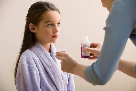 Các mẹ không nên cho con uống thuốc bổ não mà thay vào đó là nên bổ sung các chất dinh dưỡng bằng thực phẩm hàng ngày cho con