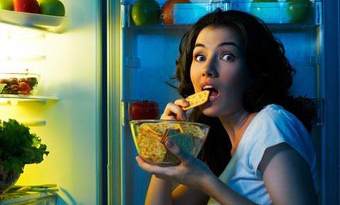 Bạn nên ăn khoảng 1 giờ trước khi ngủ để có thể tiêu hao năng lượng kịp thời