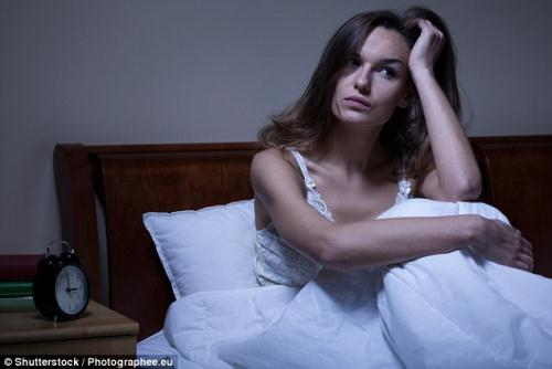 Thức giấc giữa đêm là dấu hiệu phổ biến của viêm đại tràng