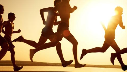 Vận động là một trong những cách đẩy lùi nóng trong người rất hiệu quả