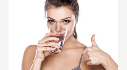 Uống nước ấm vào buổi sáng khiến đường ruột hoạt động tốt hơn, hệ tiêu hóa khỏe mạnh hơn