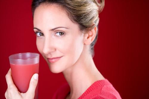 Uống nước ép dưa hấu mỗi ngày sẽ giúp bạn có 1 làn da trắng hồng, mịn màng