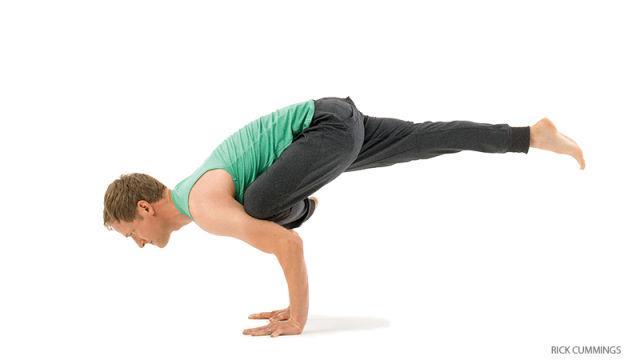 2 bai tap yoga Chim bo cau bay giup vong 2 thon gon, vong 3 tuyet dep