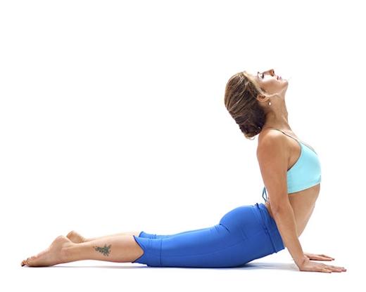 Tim lai su tu tin voi 5 bai tap yoga tang kich co vong 1 don gian
