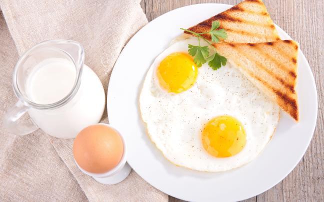 Ăn sáng với TRỨNG và SỮA có hại cho sức khỏe hay không?