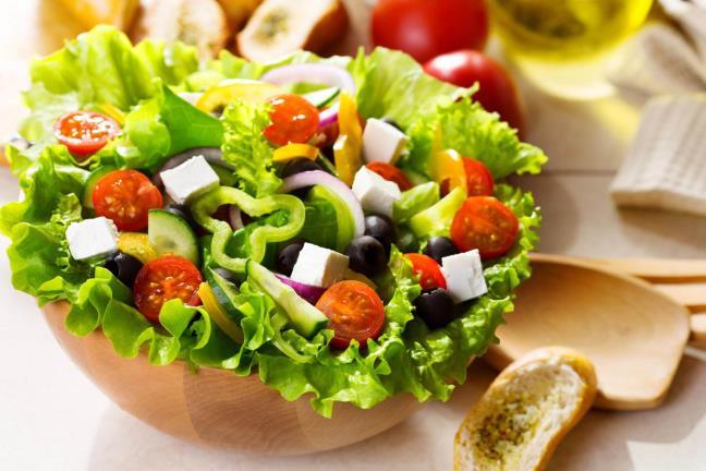 Bi quyet giam can dung cach voi salad rau cu qua