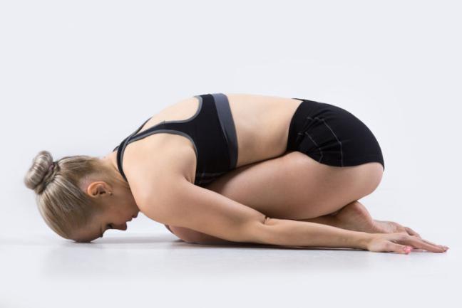 Giam cang thang dau tuan voi bai tap yoga 3 phut don gian