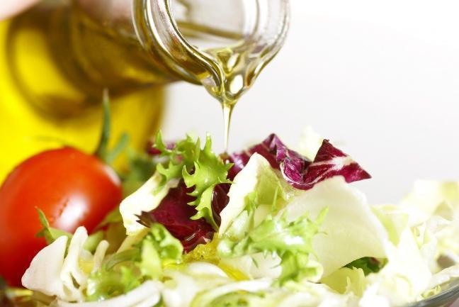 Nen an gi de bo sung vitamin K, rau xanh hay thit?