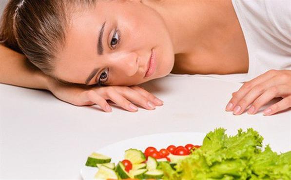 Thieu vitamin B12 khien ban dau dau, met moi, de dan den thieu mau ac tinh