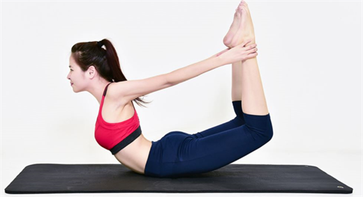 Dau nhuc co tay khi moi tap yoga, lam cach nao de phong tranh?