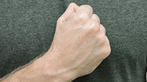 8 bai tap chua te ngon tay hieu qua cho dan van phong
