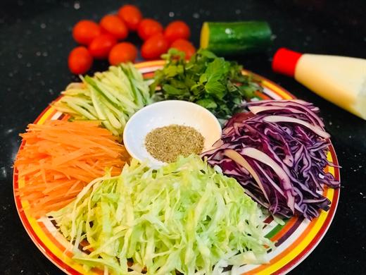 Neu da ngan nhung mon an day thit, hay lam ngay salad bap cai thanh mat lai tot suc khoe