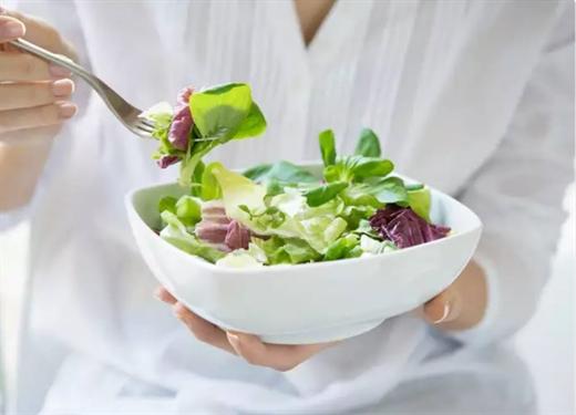 Sai lam pho bien khi lam mon salad khien no luc giam can thanh cong coc