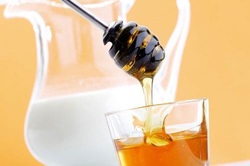 Mat ong va sua la su ket hop lau doi mang lai huong vi phong phu va nhieu loi ich suc khoe, dac biet ladanh bailao hoa