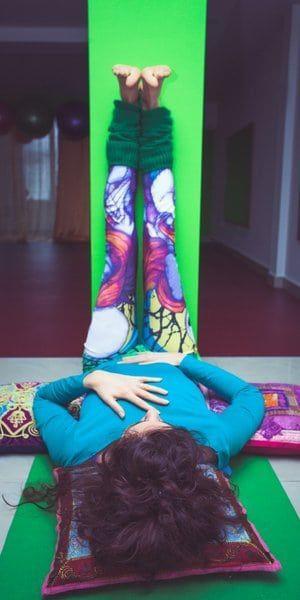 Khong chi giup co the deo dai,nhungtu the yoga nay con sieu tot cho suc khoe duong ruot va he tieu hoa