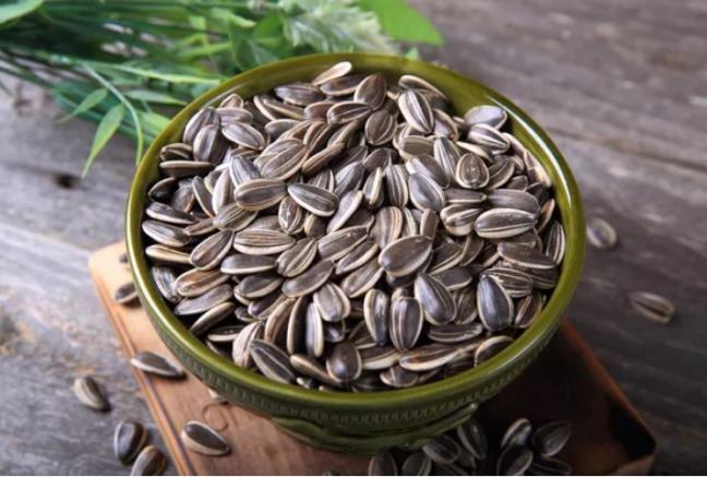 Muon co lan da tre trung khoe manh, hay bo sung ngay cac loai thuc pham giau vitamin E nay