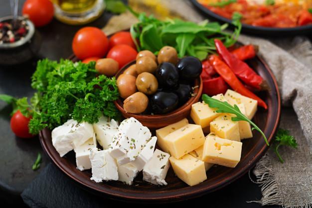 An thuc pham chua nhieu cholesterol se lam tang luong cholesterol trong mau?