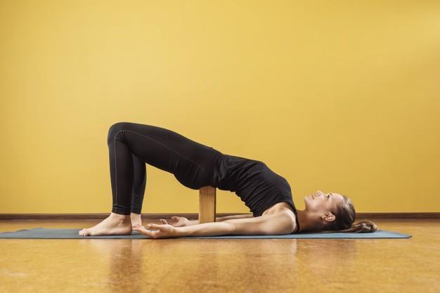 Cac tu the yoga giup phuc hoi nhanh hon sau dieu tri ung thu buong trung