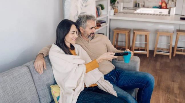 Nhung nguoi o do tuoi 40-60 xem TV qua nhieu se suy giam chat xam va tang nguy co mac cac van de ve nao bo