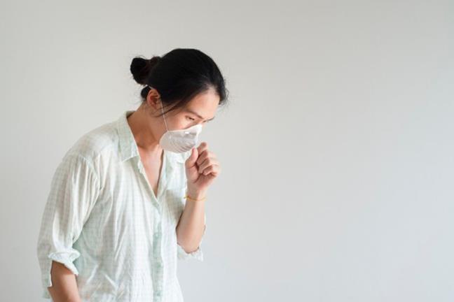 Ngo doc khi lam dung paracetamol tu chua COVID-19: Sai mot ly, di mot dam